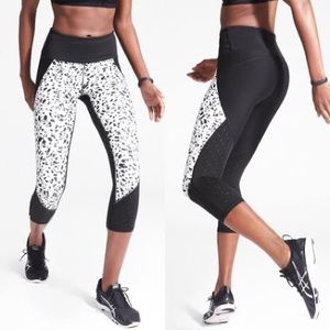 Athleta Stealth TruCool Pattern Crop Leggings